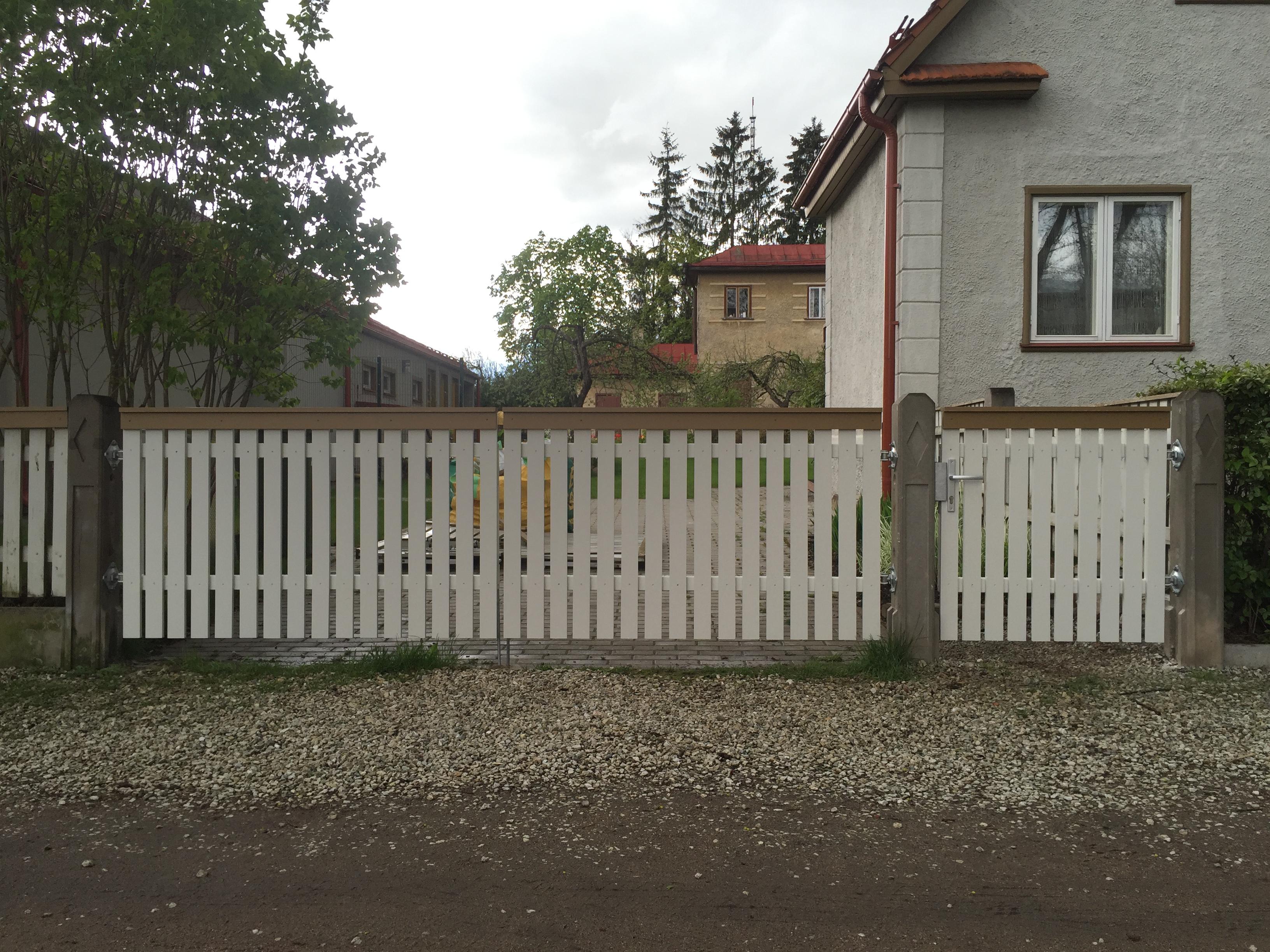 Väravad puittäitega